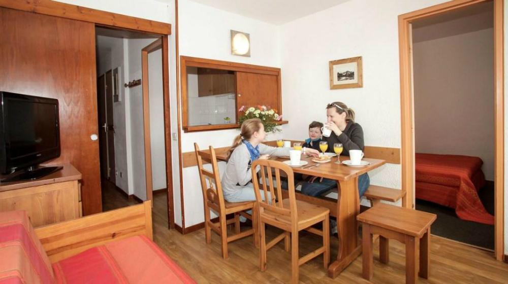 residence-le-hameau-du-borsat-dining-area-464786